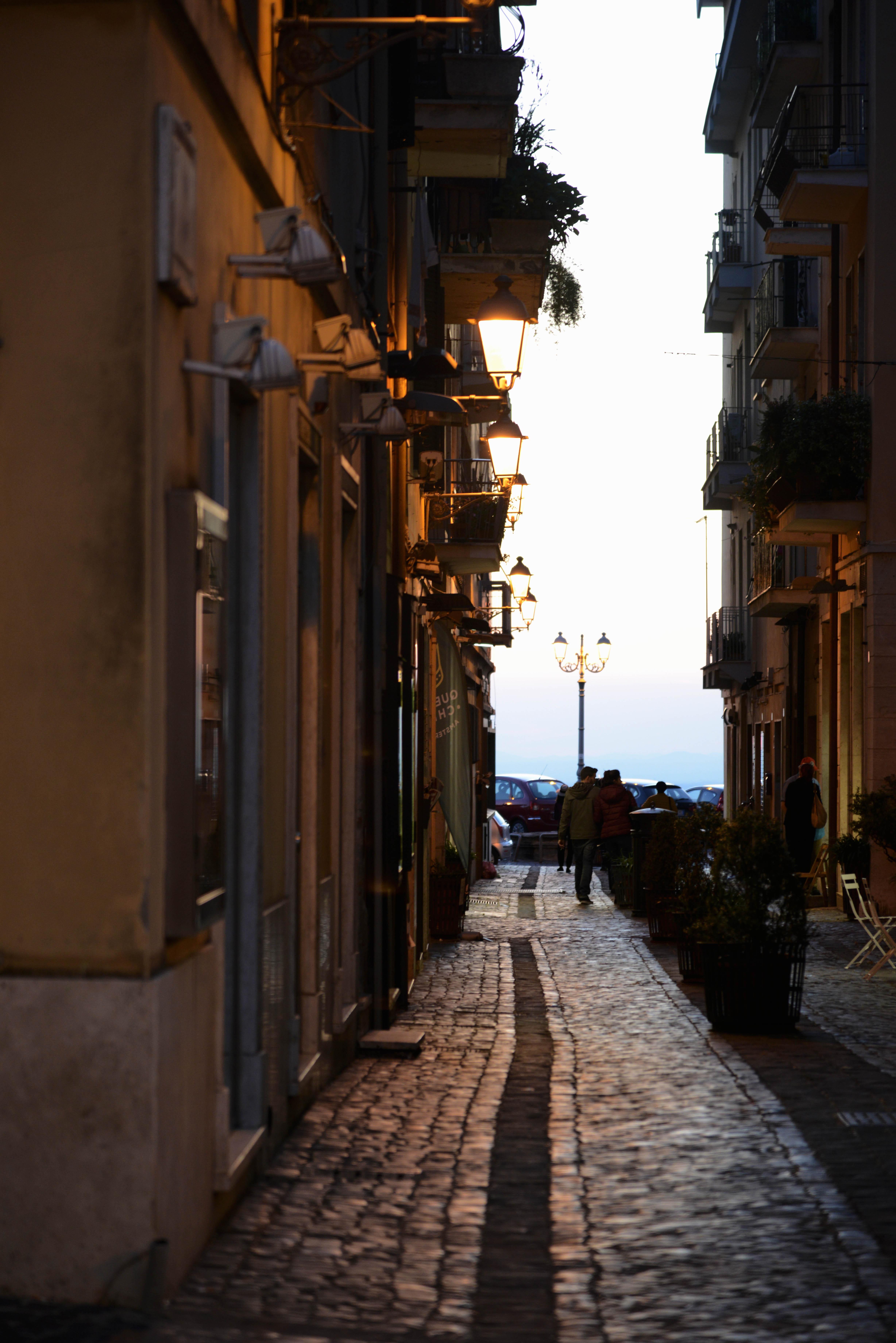 I vicoli di Frascati al tramonto